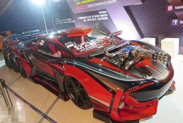原来的印尼兄弟拆了丰田,花了两年时间造了一辆八轮跑车。侧面和帕加尼很像