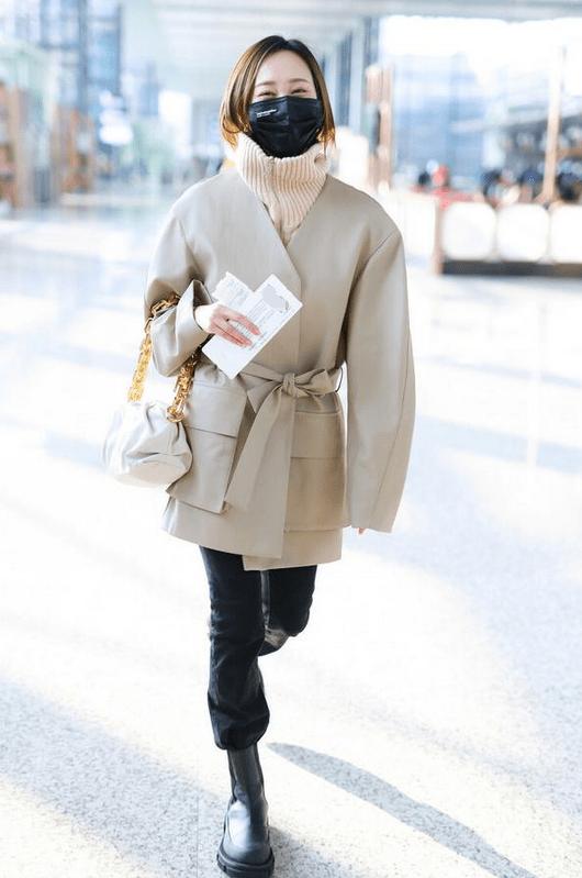 """原创             冬天的风度,用""""外套+拉链毛衣""""来成全,这样穿保暖又好看"""