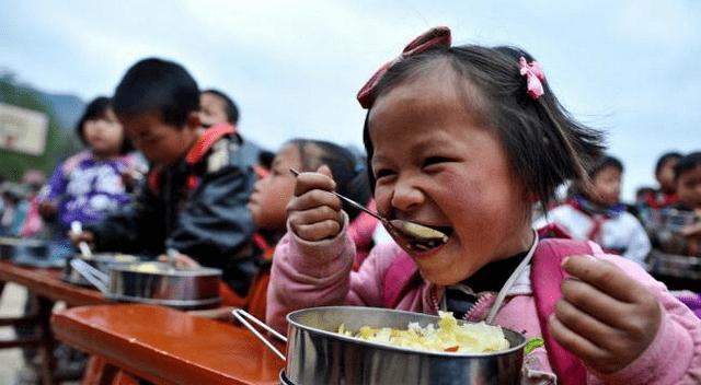 孩子在幼儿园被强迫吃辣椒,是老师没有耐心吗?三个原因太现实了
