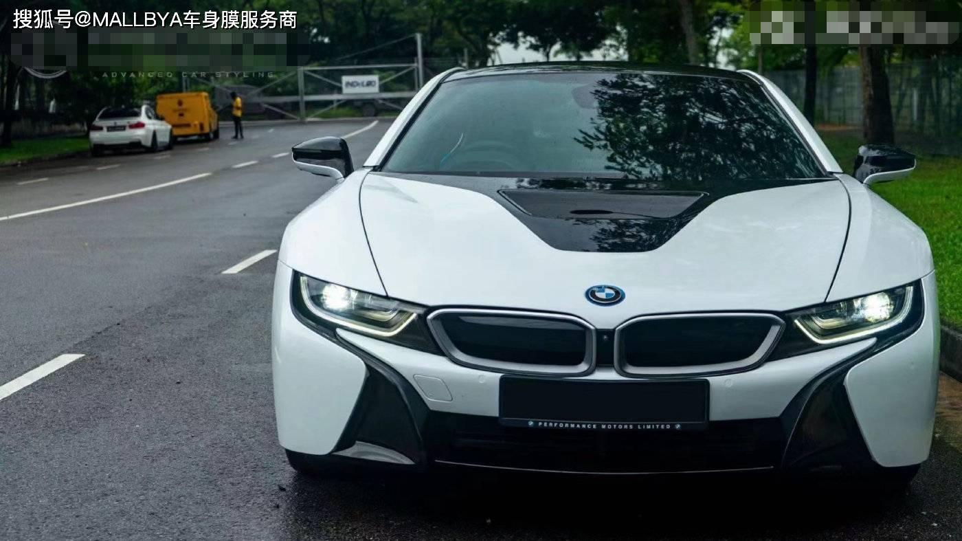 """宝马i8变了颜色,呈珍珠白色。这辆""""三缸""""车真的很不寻常"""