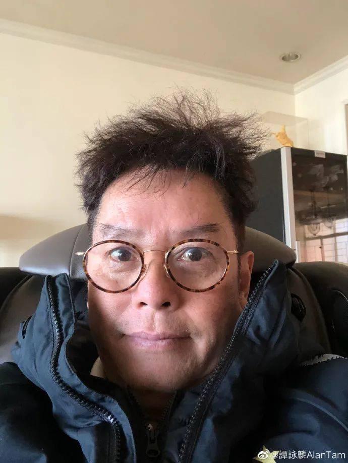 65岁周润发身材挺拔还做按摩师,70岁谭咏麟满头黑发像40岁  第7张