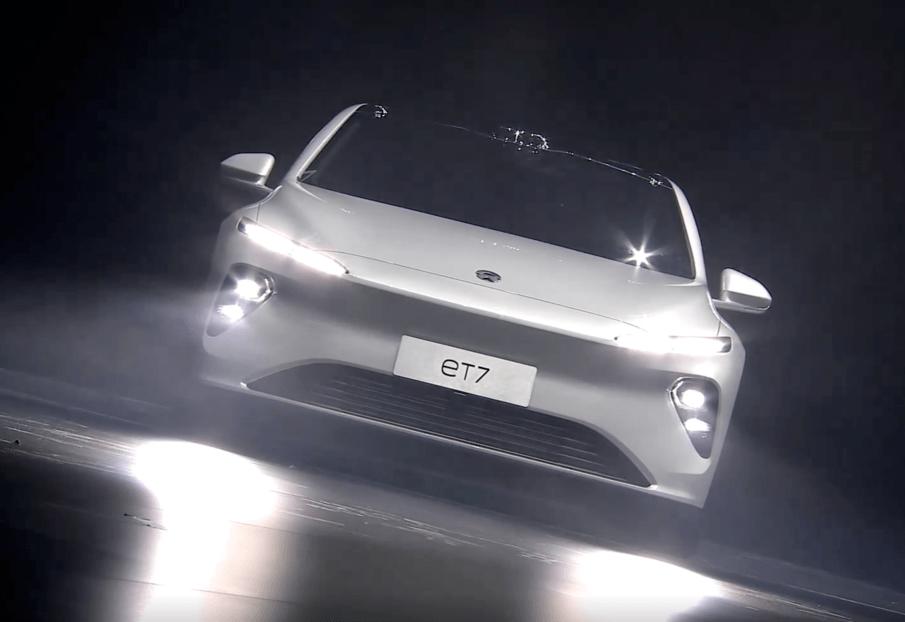 """原装威来ET7 PK宝马5系!新的国内力量会在对阵BBA的比赛中""""弯道超车""""吗?"""