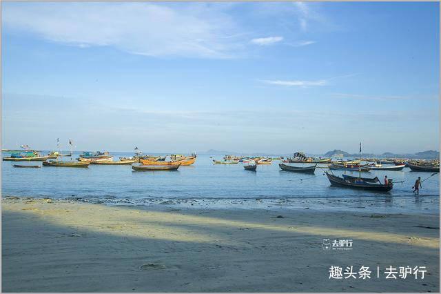 实拍缅甸渔村:渔民海边赤脚晒鱼干,年轻人想靠旅游改变命运