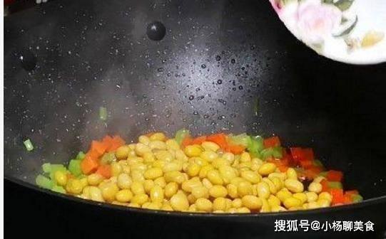 黄豆炒胡萝卜丁,这次不下肉,素菜小炒味道好