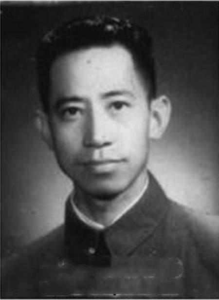 万式炯,红军长征的死对头,建国后为何享受中将副兵团级经济待遇