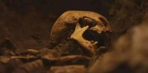 千年古墓保存完好,原来是有独门武器,近百盗墓贼死于此机关