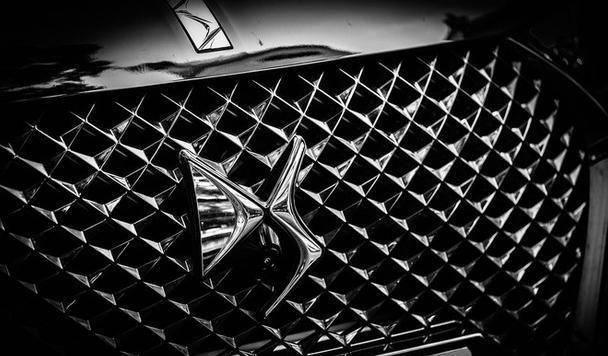 原厂外观比Q5更具运动感,内饰充满仪式感。这款SUV很豪华,不失BBA,但没人在意