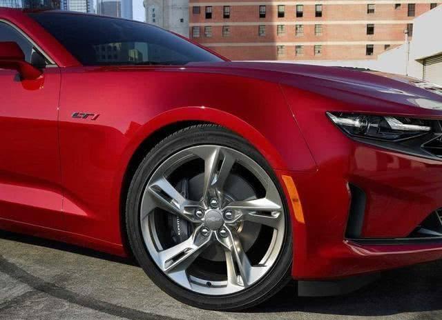 """低廉的""""跑车"""",近乎白菜价,新搭载V8发动机,颜值帅到爆"""