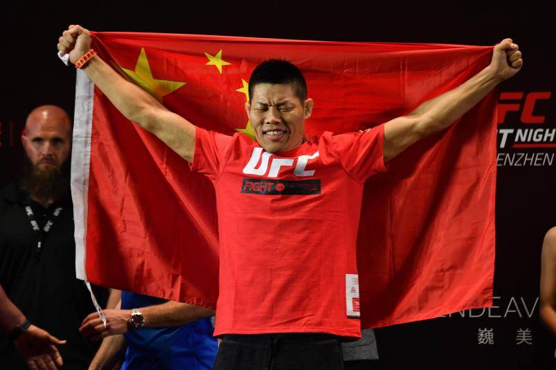 李景亮UFC将出战彭兹尼比奥 称偶像是张铁泉