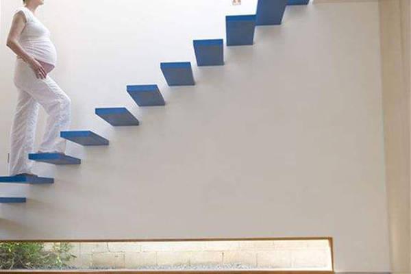 孕晚期爬楼梯有利于顺产?并非越多越好,四个注意事项需牢记