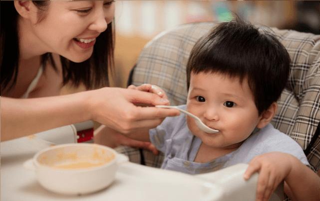 1岁半宝宝辅食:吃粥好还是吃米饭好?营养师教你辅食咋吃有营养