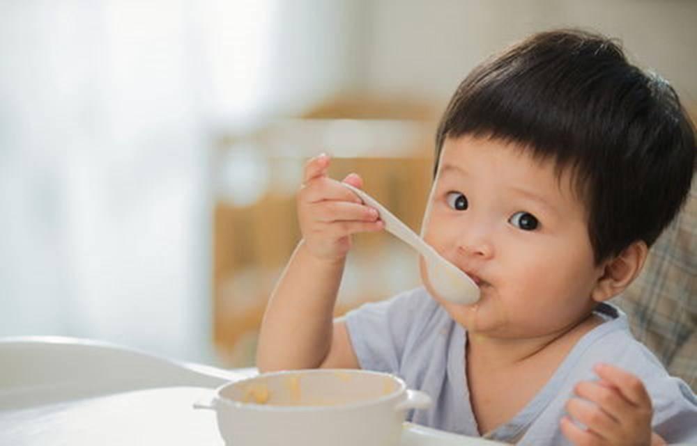 """""""五月出牙六辅食,七月坐八月爬"""",1~12月婴儿发育口诀,对照下"""