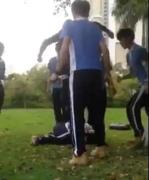 校园霸凌!云南一女孩遭16名未成年拳打脚踢2小时,全程无人阻止!