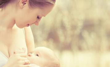 给宝宝喂奶时有这四个表现,说明你的母乳已不足