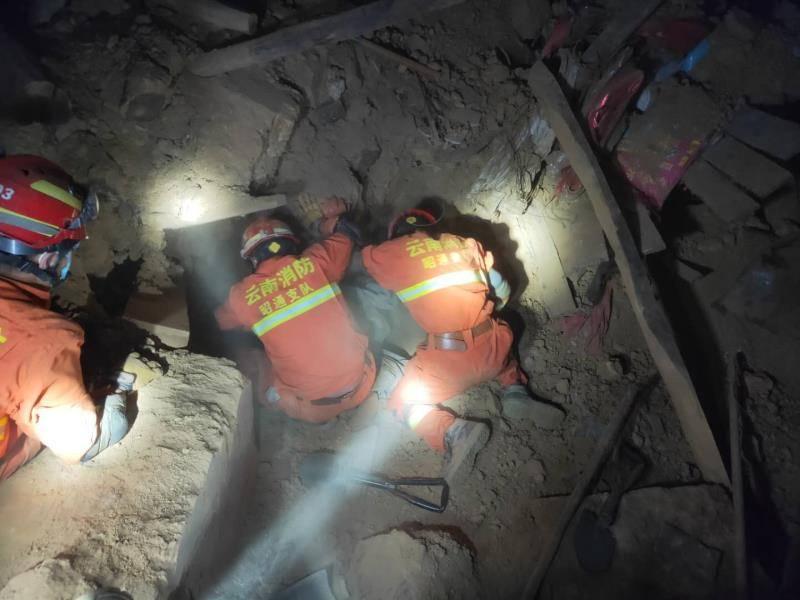 云南巧家地震24小时:夺命落石与深山中的救援