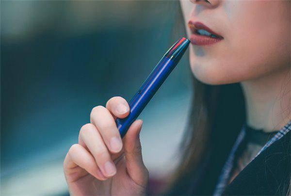 建议逐步禁止生产销售电子烟