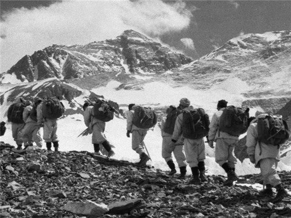 60年前的今天,中国人征服珠峰站上世界之巅