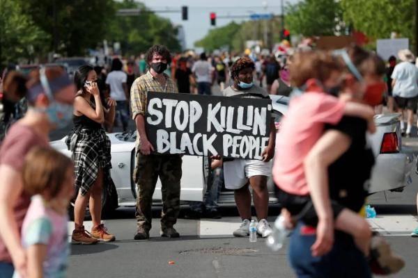 美国白人警察暴力执法黑人丧命 愤怒民众连日抗议-WordPress极简博客