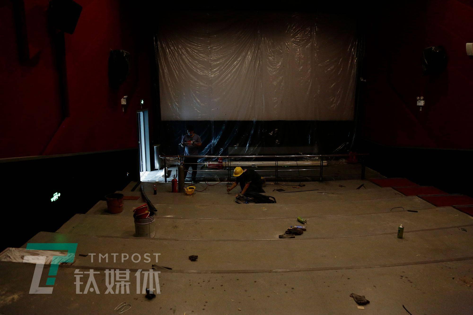 一家影院的暂停和重启| 钛媒体影像《在线》