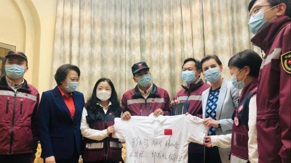 塞尔维亚总理送别中国抗疫专家组:奋斗82天,行程遍布全境
