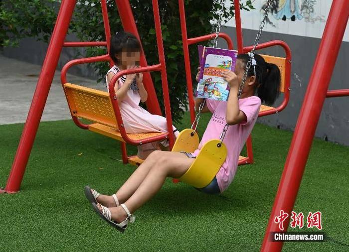 """四川遂宁""""童伴妈妈"""":用关爱为留守儿童点亮心灵的""""灯"""""""