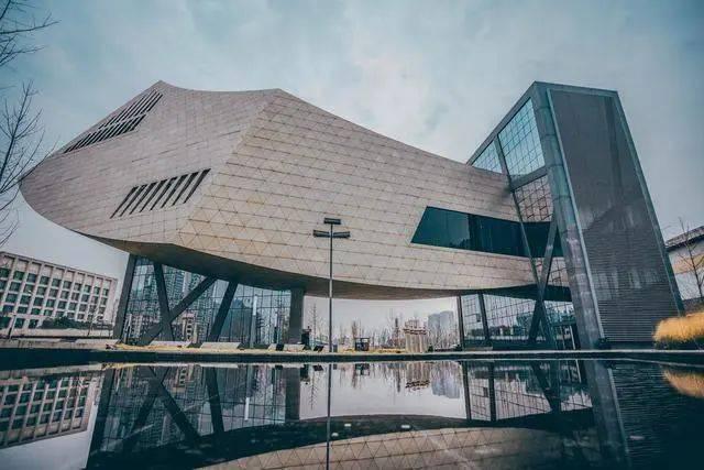 张之洞与武汉博物馆   【地址】琴台大道169号   b.有太阳的时候记得打伞   c.疫情期间