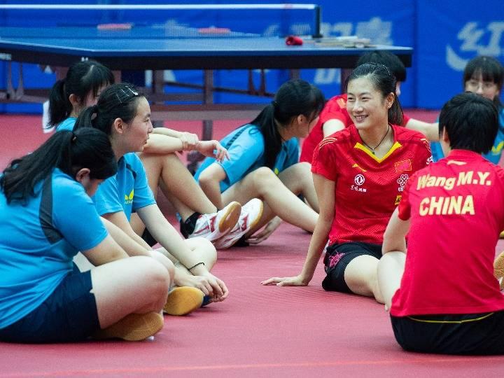 中国乒乓球队与澳门青少年选手交流