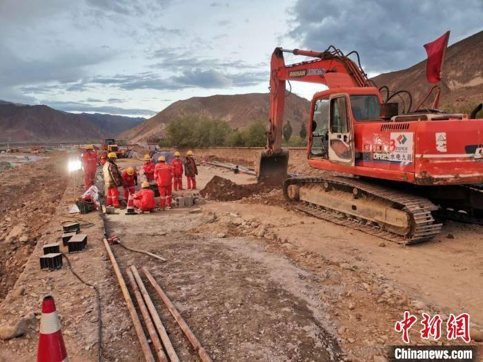 """驻藏央企的""""多颇章会战"""":10天修通西藏易地扶贫搬迁安置点的""""民心路"""""""