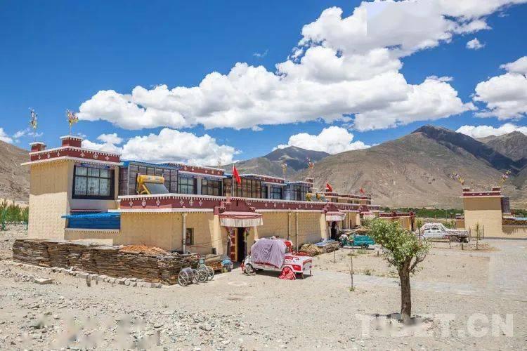 """西藏易地搬迁的""""年轻""""村庄:乐业才能更安居"""