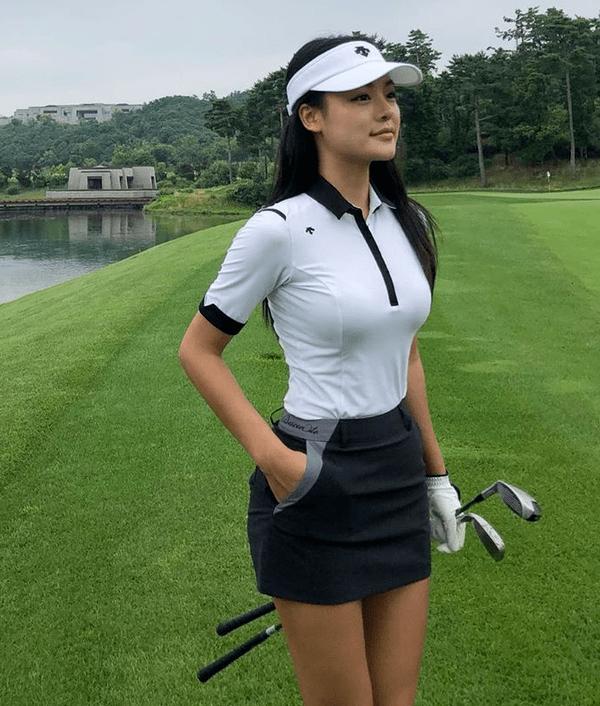 韩国美女模特打高尔夫凸显好身材