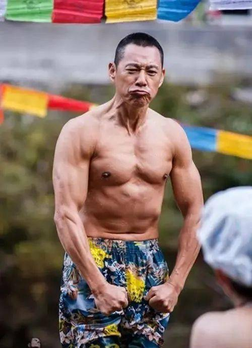 74岁黄百鸣开游艇派对秀身材,而我却只看到人间真实。 锻炼方法 第28张