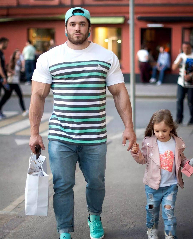 55cm臂围的肌肉硬汉,看了他的奶爸日常,我都想生娃了 初级健身 第35张