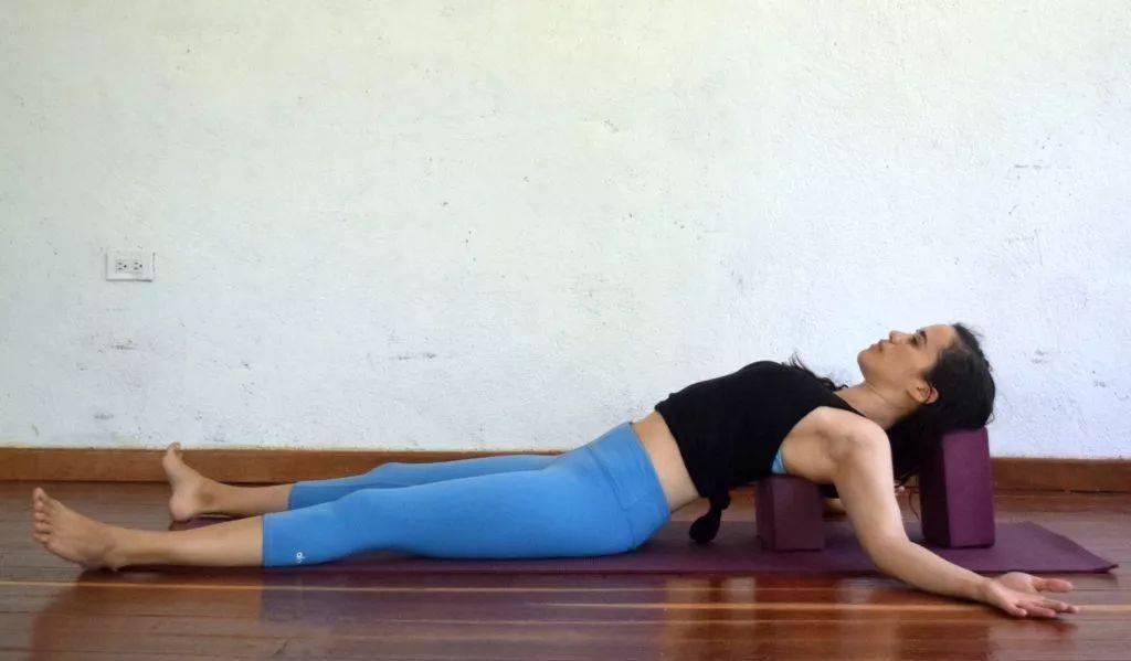 瑜伽开肩&加强肩部力量,2套动作帮你一次搞定!_双手 高级健身 第5张