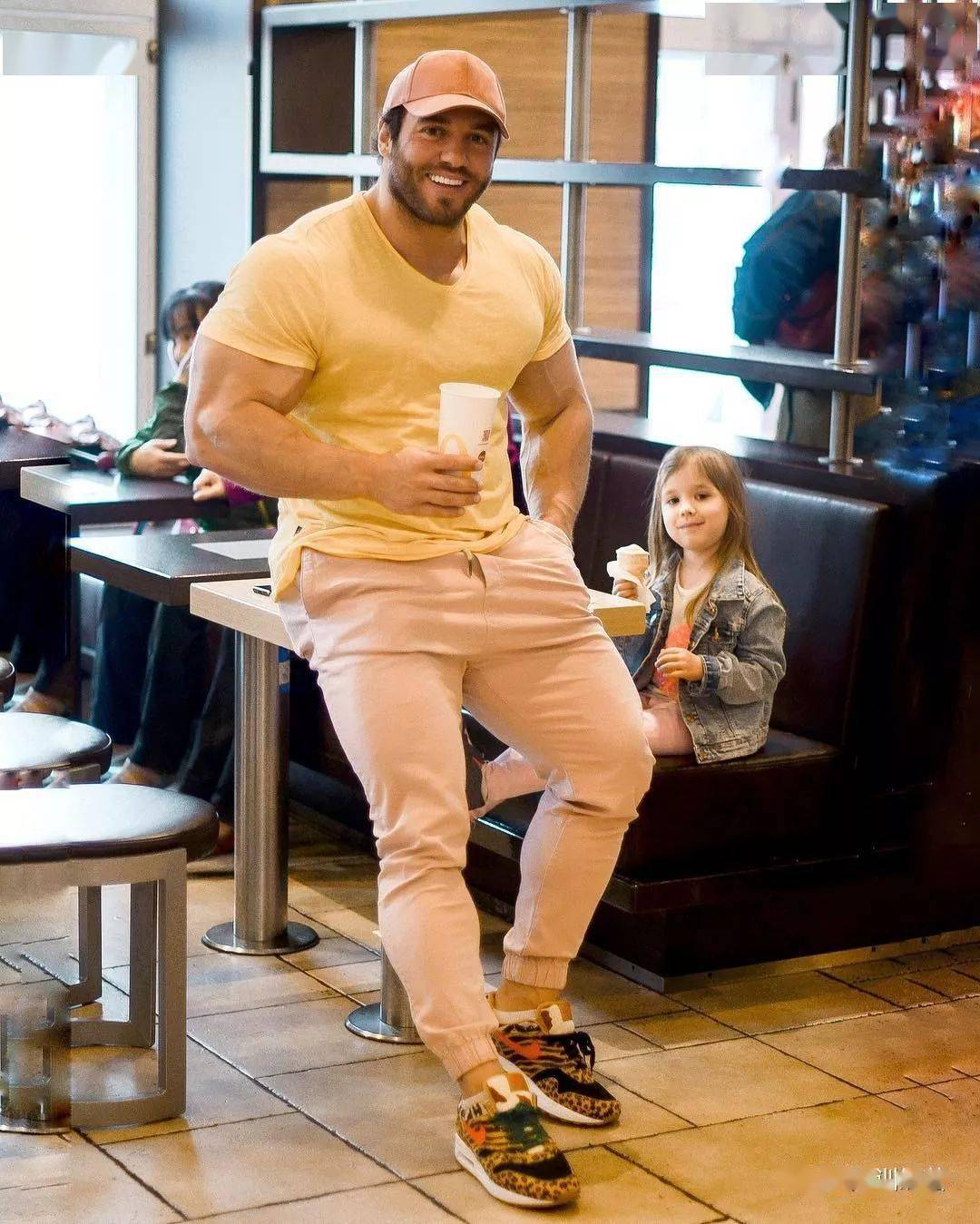 55cm臂围的肌肉硬汉,看了他的奶爸日常,我都想生娃了 初级健身 第13张