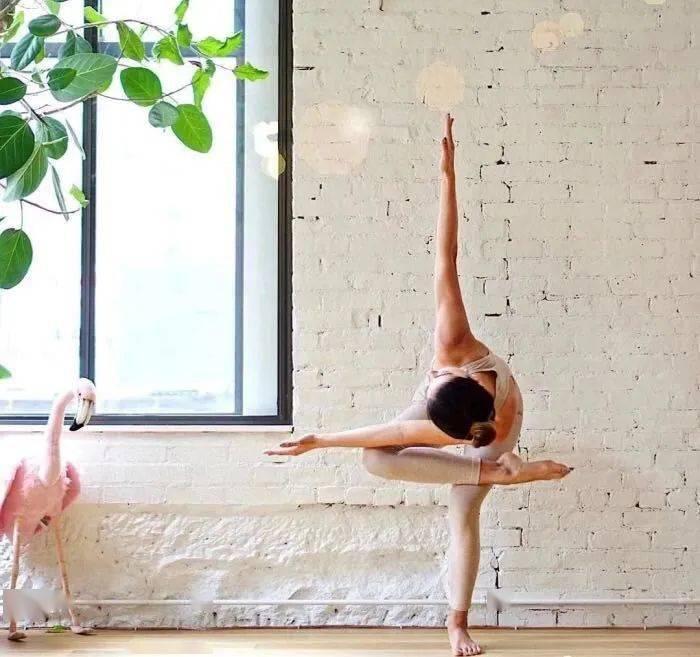 14个最常做错的瑜伽体式正误对比图,你做对了几个? 初级健身 第1张