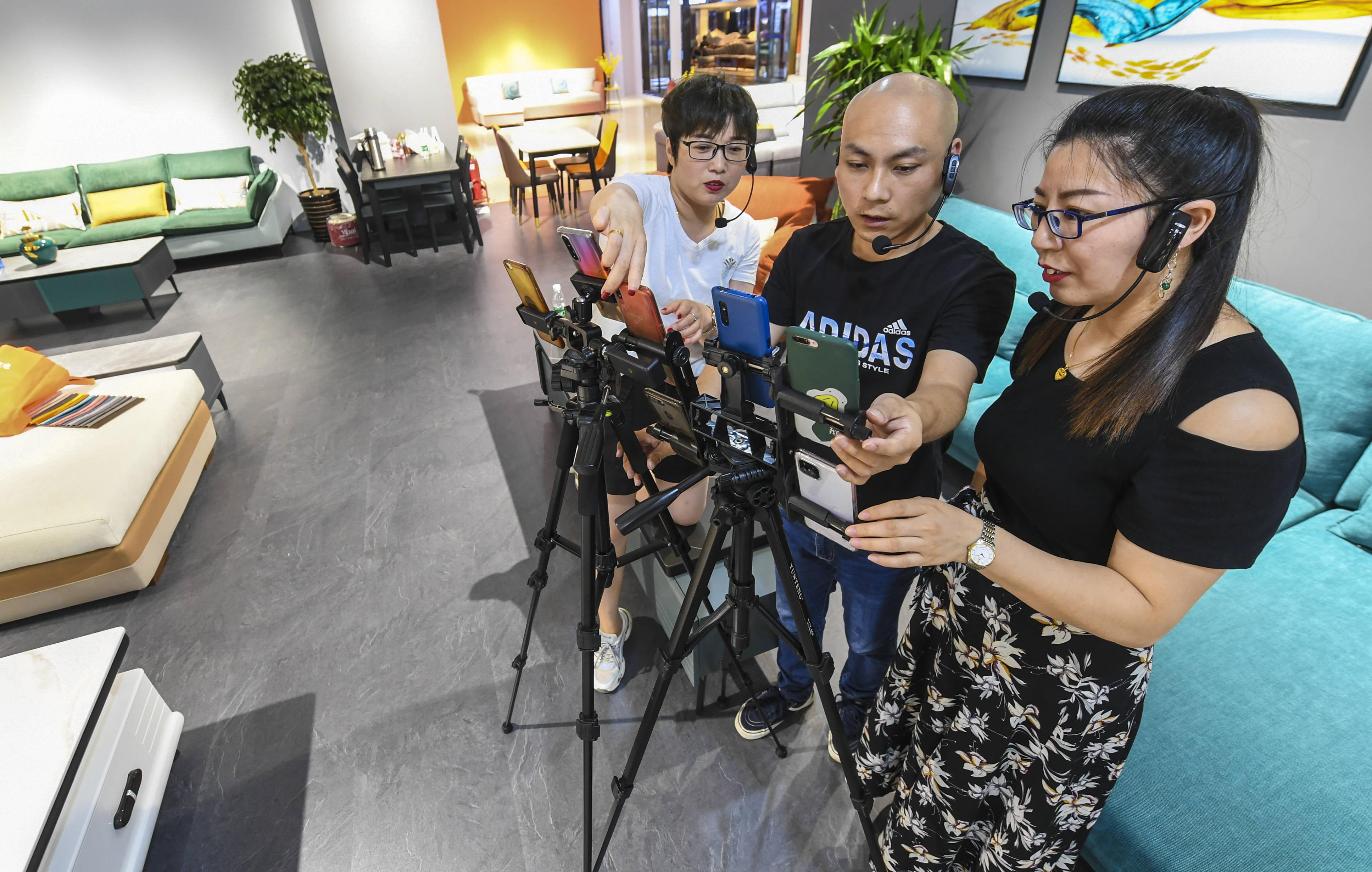 河北香河:直播带动家具销售