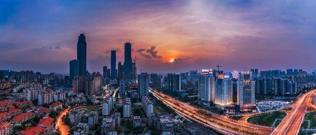 南昌与南宁2020年gdp_江西南昌与山东济南,摩天大楼和GDP,两者谁更强
