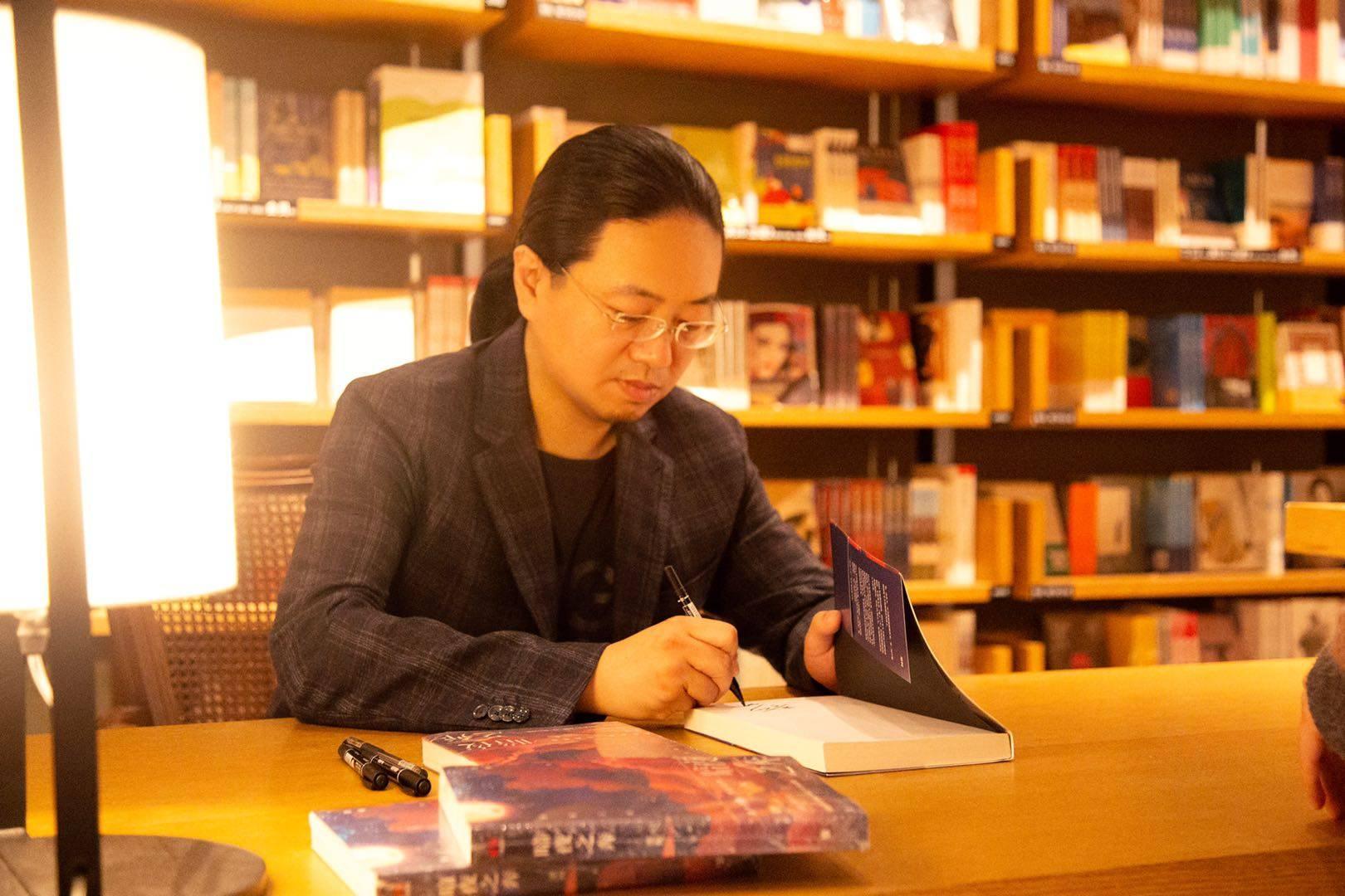 「梁柯」是为读者定制梦境,梁柯:类型小说的创作