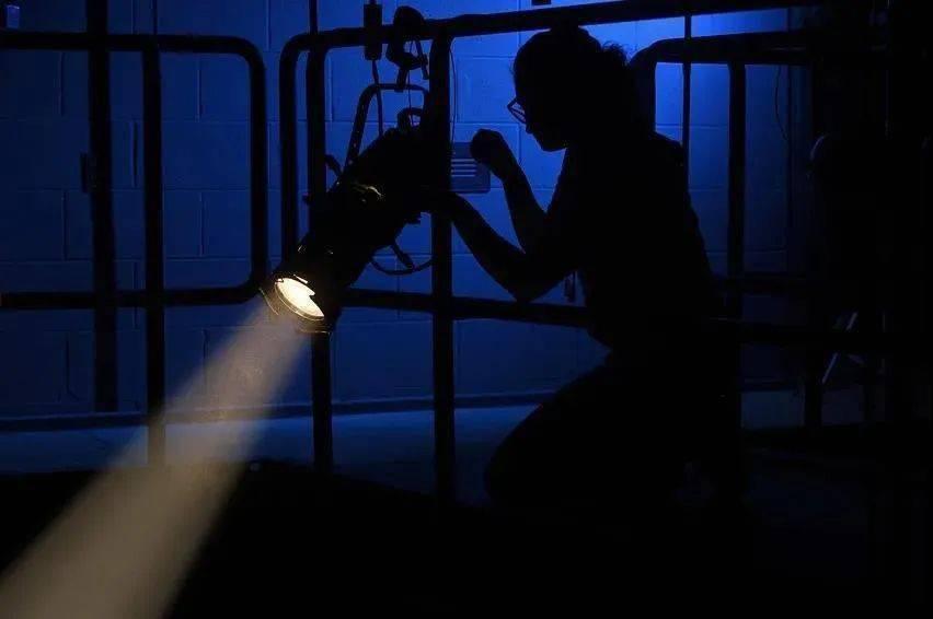 最完整的戏剧舞台灯光设计流程 鲁美戏剧