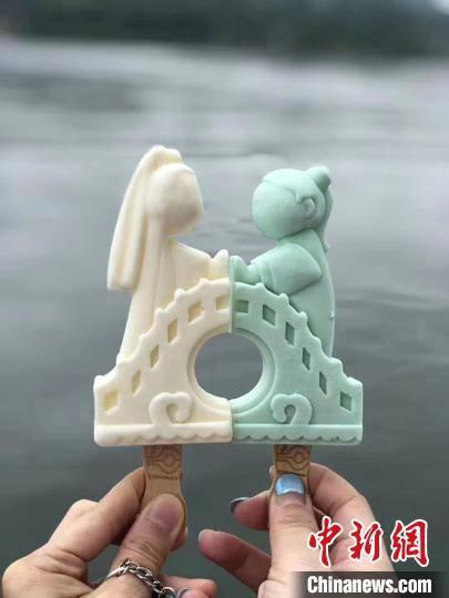 """杭州""""西湖冰室""""上线 多款冰品成游客打卡""""网红"""""""