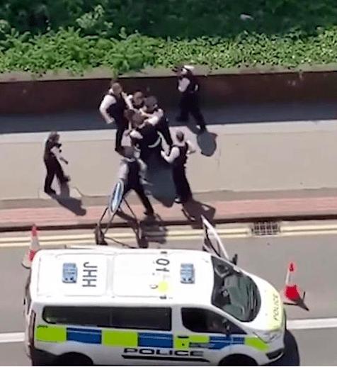 又有白人警察围殴黑人,这次是8打1