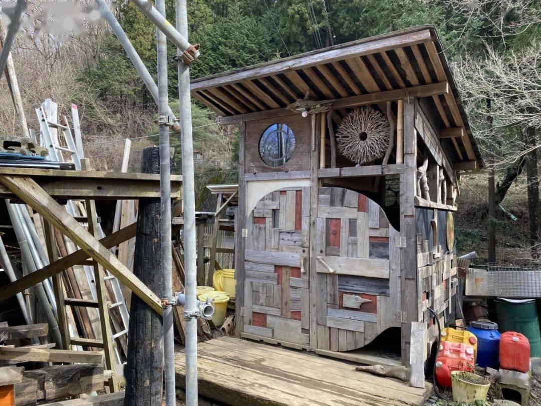 太阳能发电系统 太阳能热水器负责热水, 煮饭则是用自制的窑炉, yuru图片