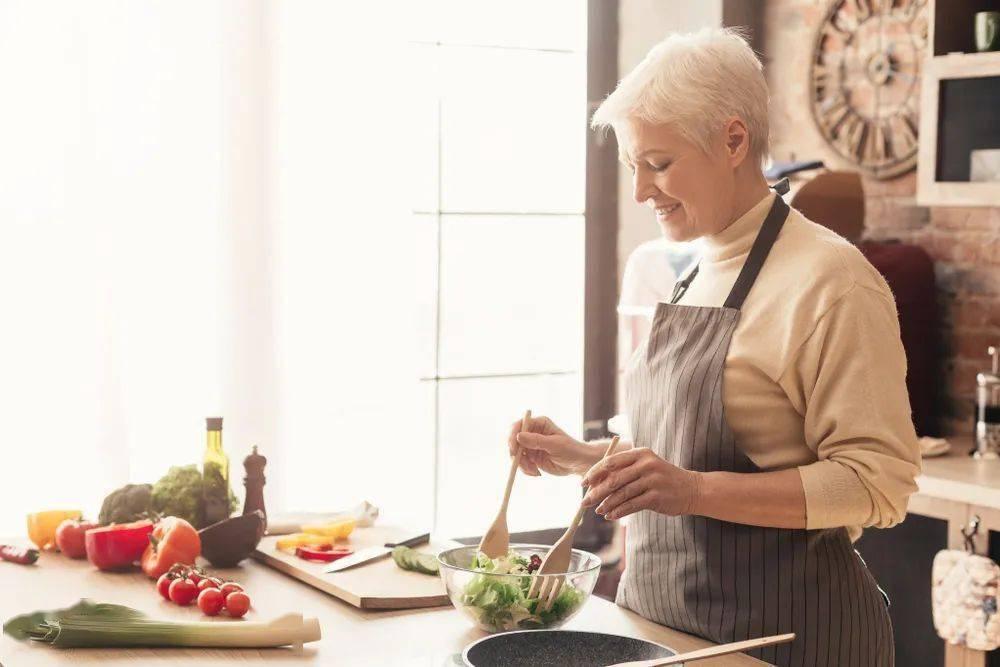 老人吃得好,才能记得牢!主食吃不够,心脏病风险高!