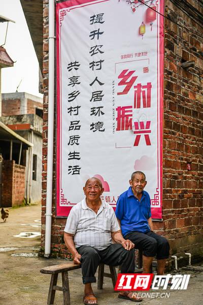 扶贫印记·组图丨解锁修义村村民的幸福密码