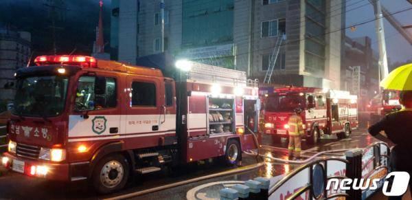 突发!韩国一家医院凌晨起火 已致56人受伤2人死亡(图)