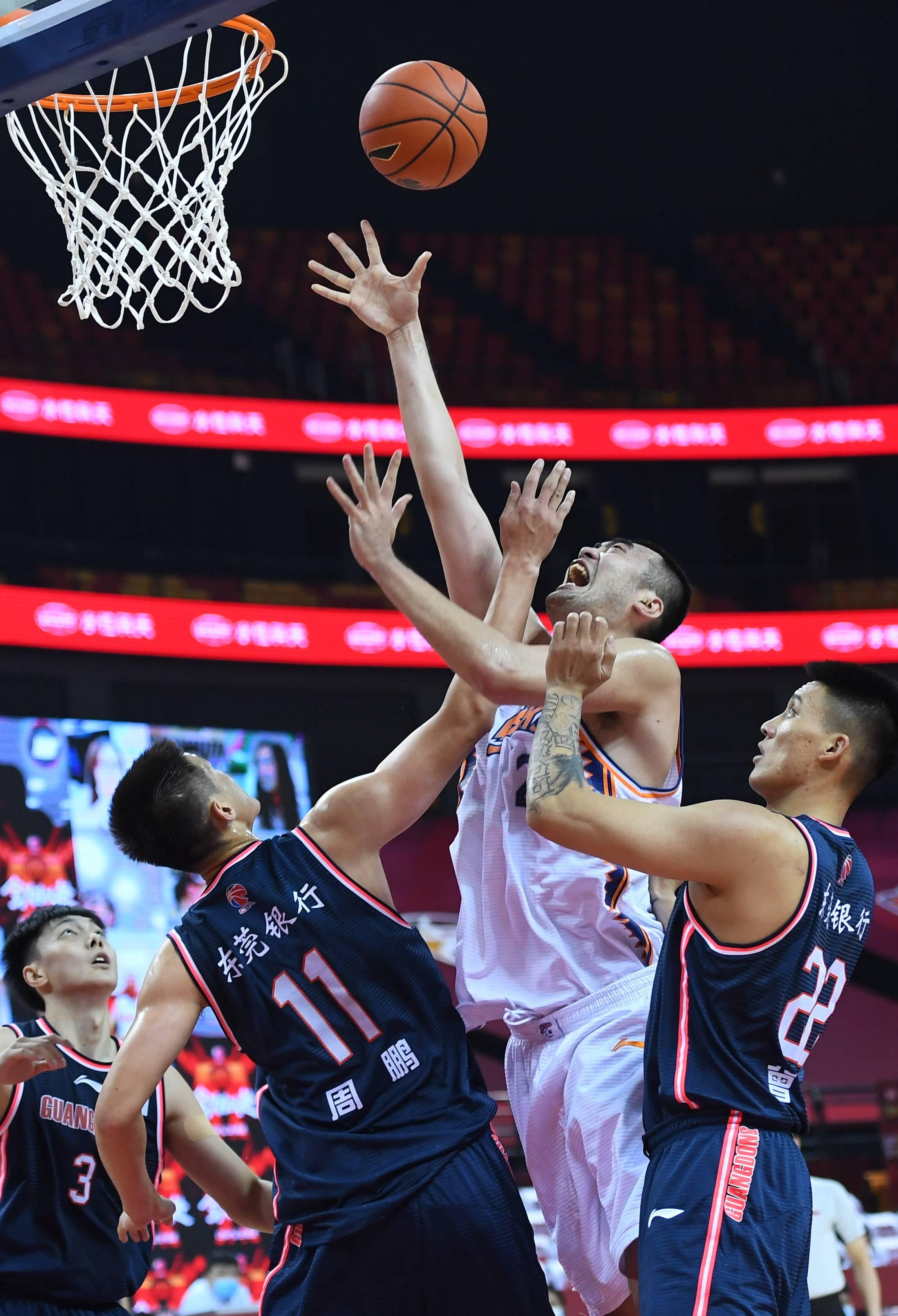 篮球——CBA复赛第二阶段:上海久事对阵广东东莞银行
