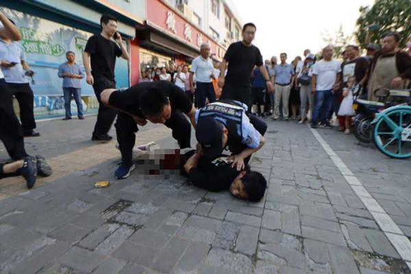 江甦淮安重大暴力襲警案始末︰當著母親和三弟面持刀殺警