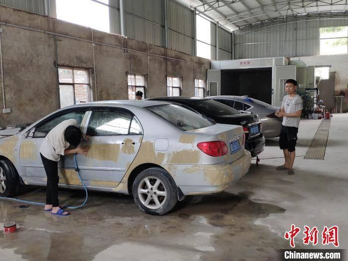 nba外围:湖南小伙开汽车美容扶贫车间助贫帮困