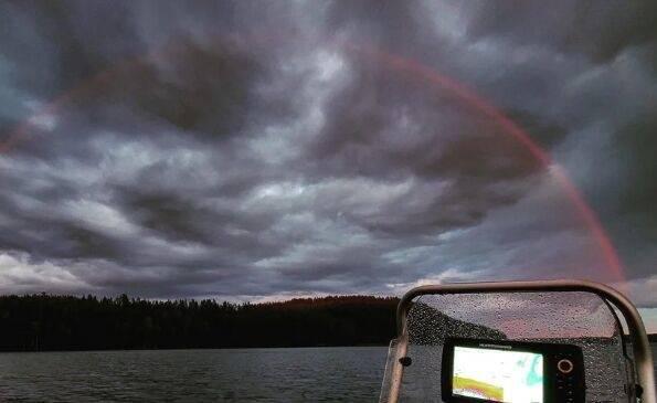 罕见!芬兰现全红彩虹 渔民:虽然很奇妙,但似乎不详感觉不安
