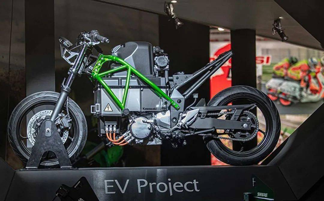 四缸二冲程混合动力摩托车,川崎太会玩了!